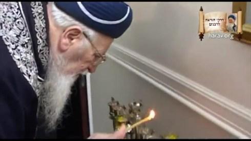 """הדלקת נרות חנוכה עם מרן הרב מרדכי אליהו זצוק""""ל"""