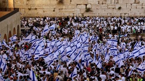 יום ירושלים - תפילה וסעודה חגיגית בשידור חי!