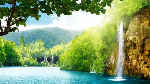 למה יש מקומות יפים בחוץ לארץ?